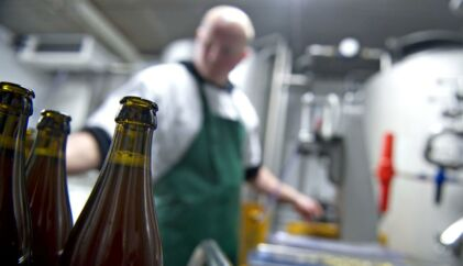 """Mikrobryggeriet Grauballe Bryghus var et af de bryggerier, der kom med flere nyskabelser i 2011 - bl.a. """"Morgendug Økologisk"""" og """"Æbleøl Sådan!"""". I alt kom 616 nye øl på markedet fra danske bryggerier i 2011."""