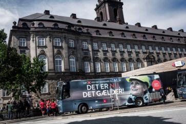 Statsminister Helle Thorning-Schmidt (S) indledte søndag en landsdækkende valg-tur for at få de sidste vælgere med ombord, inden danskerne skal stemme på torsdag d. 18. juni.
