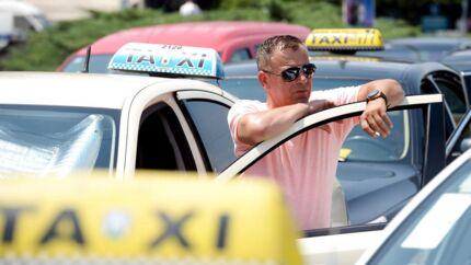 Arkivbillede af taxier.
