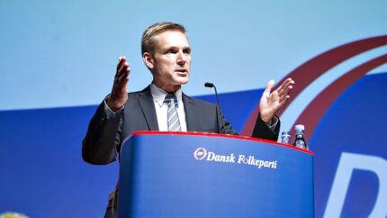Der er stadig et godt spænd mellem Dansk Folkepartis vælgertilslutning fra sidste folketingsvalg og til i dag. Her er det DF-formand Kristian Thulesen Dahl på talerstolen under DF-årsmødet sidste år i Herning Kongrescenter.