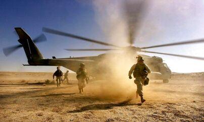 I oktober 2001 invaderede amerikanerne Afghanistan i jagten på Osama bin Laden. Billedet her er taget nær Taliban-kontrollerede Kandahar i Afghanistan den 10. december 2001.