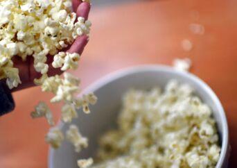 Coop fjerner mikroovns-popcorn fra hylderne, fordi indpakningen indeholder hormonforstyrrende stoffer.