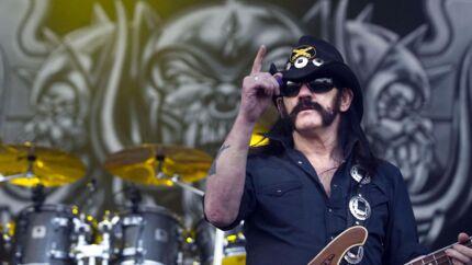Motörheads britiske bassguitarist og forsanger Lemmy Kilmister. Her til 23. udgave af Eurockeennes Music Festival i Belfort i det østlige Frankrig, 2. juli 2011. Foto: Sebastien Bozon/AFP PHOTO.