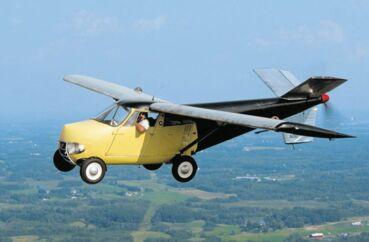 Både på film og i virkeligheden har man leget med tanken om flyvende biler i årtier, uden at fænomenet for alvor har vundet udbredelse. Her ses The Taylor Aerocar. Fotos: hemmings og carstyling