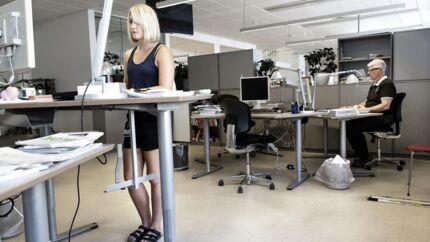 Danskerne er det andet mest stillesiddende folkefærd i Europa. Derfor satte journalist Simone Okkels sig for at bryde vanen og stå op en hel uge.