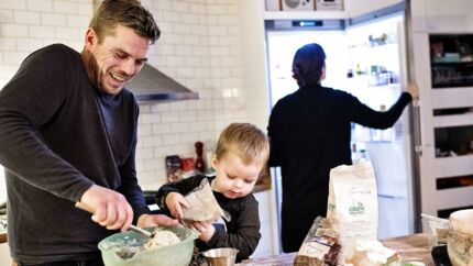 Stine Hove Marsling, der er koncernchef i Danske Spil og hendes mand Henrik Egholm og deres søn Viktor.