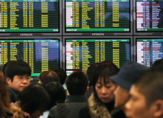 Airports Council International har opgjort verdens største lufthavne målt på passagertrafikken. Shanghai Pudong International Airport er nummer 20 ,ed 43,9 mio. passagerer årligt.
