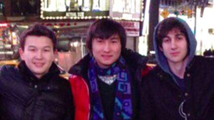 Den anholdte hovedmistænkte for Boston-bomberne Dzhokhar Tsarnaev (th) på et privatfoto sammen med to af de nu anholdte, Azamat Tazhayakov (tv) og Dias Kadyrbayev (i midten).