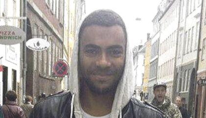 Den 21-årige Jonas Thomsen Sekyere blev dræbt på et diskotek i Kødbyen. Han stedes til hvile på Assistens Kirkegård på Nørrebro i København.