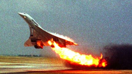 Concorden, kort efter at den lettede en julidag for 18 år siden. (AP Photo/Toshihiko Sato, File)