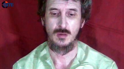 Den franske soldat Denis Allex har siden 2009 været fanget under »umenneskelige forhold« af al-Shabaab i Somalia. Han døde lørdag under en fejlslagen befrielsesaktion.