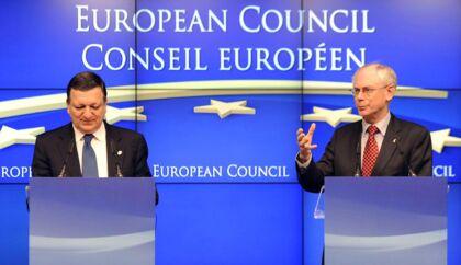 Kommissionsformand Jose Manuel Barroso og EU-præsident Herman Van Rompuy holder pressemøde.