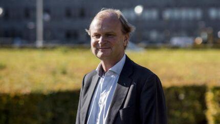 Coops formand, Lasse Bolander, får for første gang kamp, når han for tiende gang stiller op til formandskab til foråret. Brugsforeningerne arbejder på at finde en kandidat, der kan slå Bolander af pinden.