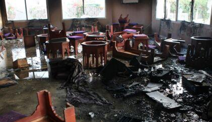 En cafe, der tilhører den flygtede præsidents nevø, er blevet brændt ned under de seneste dages voldsomme uroligheder i Tunesien.