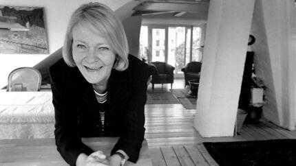 Den mangeårige korrespondent og tidligere chefredaktør for Information Vibeke Sperling er død.