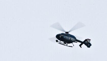Lige nu jagter Københavns Politi i helikopter en 71-årig dement mand, der i morges forsvandt fra sit plejehjem i Brønshøj.