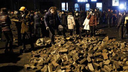 Op mod 100 demonstranter og politifolk meldes dræbt i de blodige sammenstød de seneste dage. Urolighederne er uden sammenligning de drabeligste siden Ukraines uafhængighed.