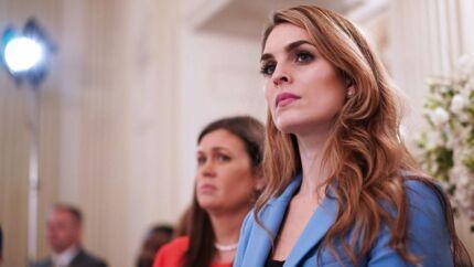 I aftes blev det meddelt, at præsident Trumps kommunikationschef Hope Hicks træder tilbage. Det sker, dagen efter at hun afgav vidneforklaring foran den komite under Kongressen, der i øjeblikket undersøger, om Rusland påvirkede det amerikanske præsidentvalg i 2016