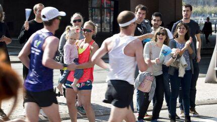 Christians Brygge ved Langebro. Copenhagen Marathon 2018 løbes i de københavnske gader. Der er start og mål på Islands Brygge.De små 9000 deltagere skal tilbagelægge lidt mere end 42, 195 km Søndag den 13. maj 2018.. (Foto: Nils Meilvang/Ritzau Scanpix)